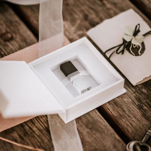cajita para pendrive para boda